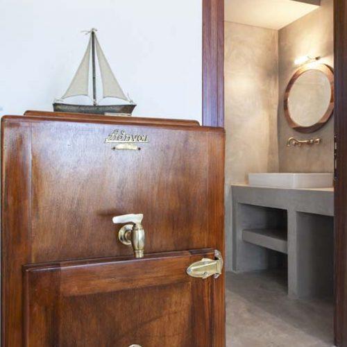 villa-alma-ammouso-lefkada-antique-fridge-and-bathroom