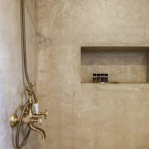 villa-alma-ammouso-lefkada-concrete-finish-shower-room