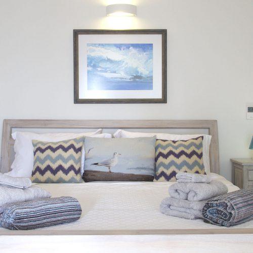 P1080805_2000_Pool_Bedroom