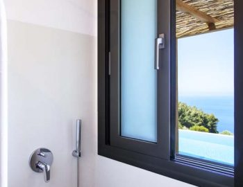 Bathroom 1: With pool - sea view