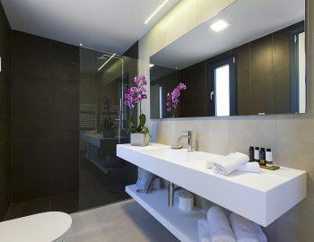 villa-acastel-corfu-greece-family-bathroom