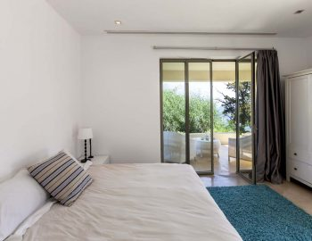 Bedroom 1: Double bedroom with ensuite bathroom and balcony