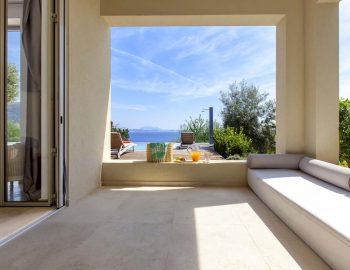 Bedroom 3: Balcony