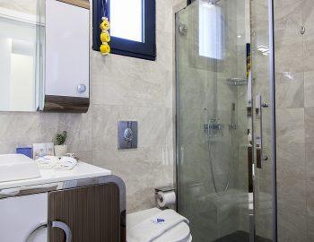 villa-del-mar-lefkada-ammouso-family-bathroom