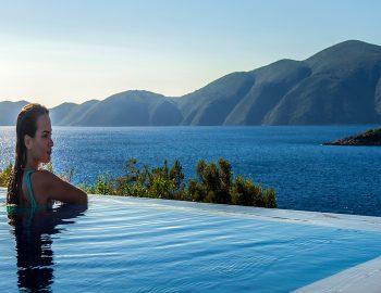 villa-del-mar-lefkada-ammouso-girl-pool