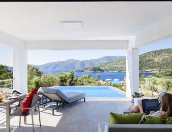 villa-del-mar-lefkada-ammouso-girl-private-pool