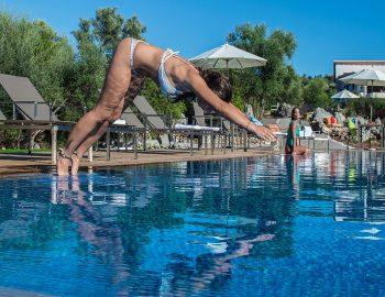 villa-del-mar-lefkada-ammouso-girl-swimmimg-pool