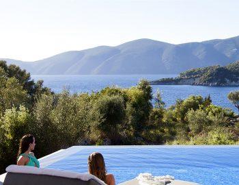 villa-del-mar-lefkada-ammouso-girls-pool