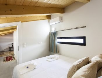 villa-del-mar-lefkada-upstairs-master-bedroom
