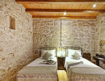 villa-eri-corfu-greece-twin-bedroom