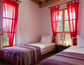 villa-four-seasons-katouna-lefkada-greece-twin-bedroom