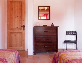 villa-four-seasons-katouna-lefkada-greece-twin-bedroom-storage