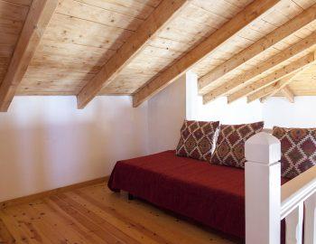 villa-four-seasons-katouna-lefkada-greece-upstairs-sitting-area