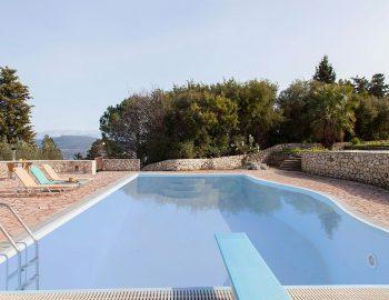 villa-four-seasons-swimming-pool