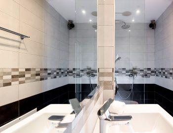 Bathroom 1: Family bathroom ground floor