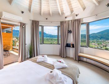 Bedroom 1: Double bedroom with ensuite bathroom first floor