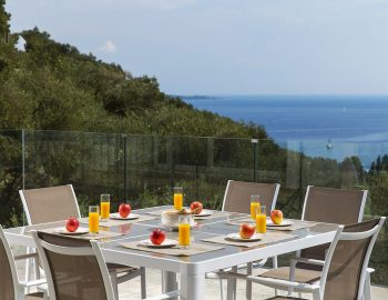 villa-ranna-corfu-greece-outdoor-dining-sea-view