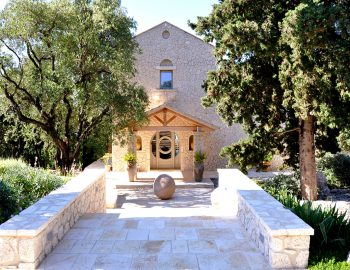 villa-seaview-corfu-greece-entrance