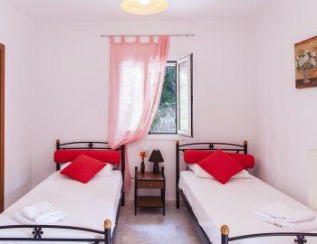 Bedroom 4: Twin bedroom with ensuite bathroom first floor