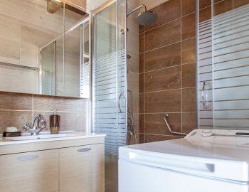 villa-vissala-arnebia-accommodation-lefkada-lefkas-xortata-family-bathroom-with-washing-machine