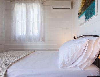 villa-vissala-minuartia-accommodation-lefkada-lefkas-upstairs-bedroom