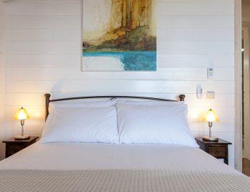 villa-vissala-minuartia-accommodation-lefkada-lefkas-xortata-double-bedroom-luxury