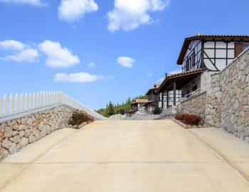 villa-vissala-paeonia-accommodation-lefkada-lefkas-arnebia-front-entrance-private-car-park