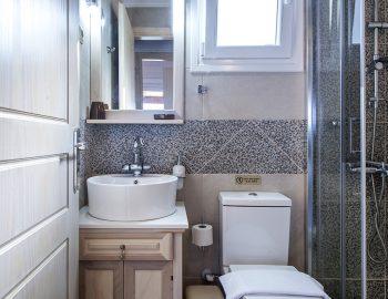 villa-vissala-paeonia-accommodation-lefkada-lefkas-family-bathroom