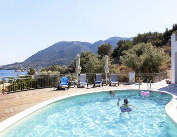 villa-zogianna-nikiana-lefkada-lefkas-sunbeds-private-pool-area
