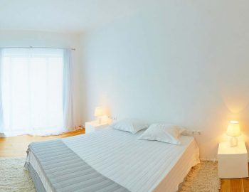 whatsongreece-villa-aurora-eugiros-lefkada-double-bedroom-window-light-sun