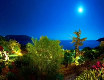 whatsongreece-villa-aurora-eugiros-lefkada-night-moon