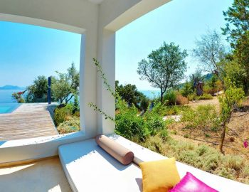whatsongreece-villa-aurora-eugiros-lefkada-outside-sitting-area