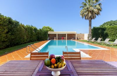 villa-nikopolis-preveza-greece-outdoor-dining-in-the-pool-area_1