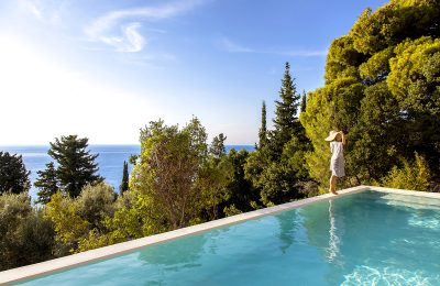 villa-da-lula-agios-nikitas-lefkada-girl-infinity-pool-color-trees