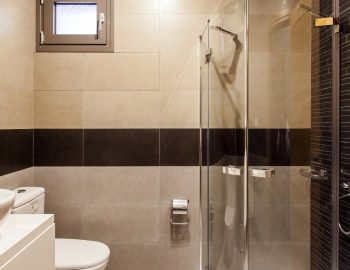 villa-pasithea-lefkas-town-shower-room
