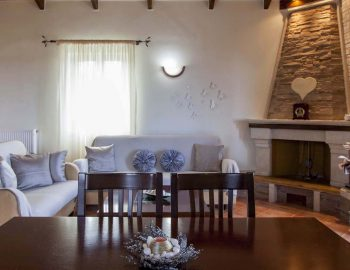 Villa-Aliki-in-Tsoukalades-Lefkada-the-dining-and-living-room