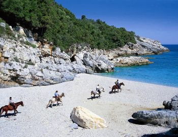 pelion-destination-greece-horse-riding-beach.jpg