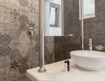 vasiliki-boutique-suites-lefkas-greece-shower-room