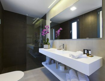 villa-acastel-corfu-greece-family-bathroom