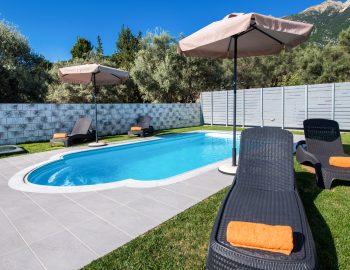villa-alkea-nidri-lefkada-greece-private-pool-with-sunbeds