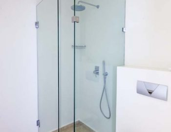 villa-aurora-lefkada-lefkas-afteli-ensuite-bathroom-shower