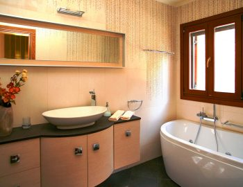 villa-belvedere-corfu-greece-bathtub-luxury