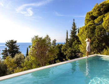 villa-da-lula-agios-nikitas-lefkada-girl-infinity-pool-color-trees
