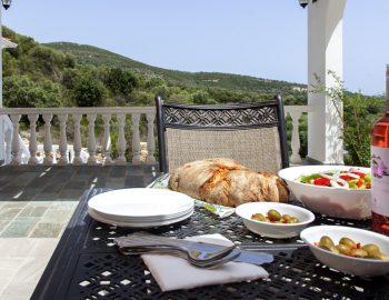 villa-de-ewelina-ammousa-lefkada-greece-outdoor-dining