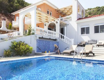 villa-de-ewelina-ammousa-lefkada-greece-private-pool-and-jacuzzi