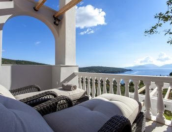 villa-de-ewelina-ammouso-lefkada-accommodation-balcony-with-sun-beds