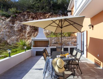 villa-de-ewelina-ammouso-lefkada-accommodation-outdoor-dining-area-with-bbq