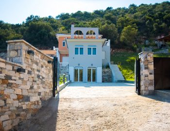 villa-de-ewelina-ammouso-lefkada-accommodation-private-entrance-parking