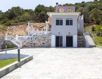 villa-de-ewelina-lefkada-greece-luxury-accommodation-private-entrance