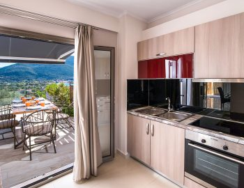 villa-drakatos-mare-vasiliki-lefkada-kitchen-with-outdoor-dining-access